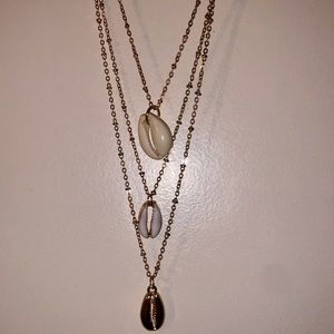Cute gold seashell necklace